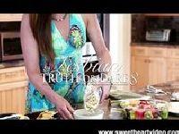 Asa Akira i Taylor Vixen w kuchni