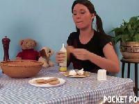Śniadanko u młodej nimfomanki