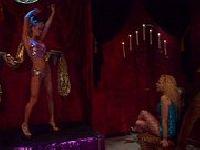 Striptizerka ma ciężki żywot