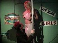 Striptizerka z taniego burdelu