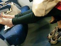 Seksowne stópeczki w pociągu