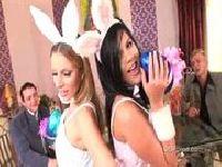 Zabawa w siedzibie Playboya