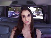 Małolata w taksówce