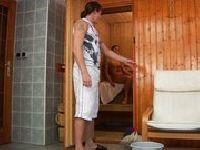 Spotyka puszczalską w saunie