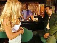 MILF zgwałcona w barze