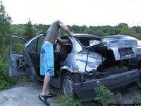 Wydymana na samochodzie