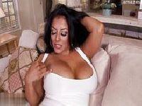 Meksykańska modelka z dużymi piersiami