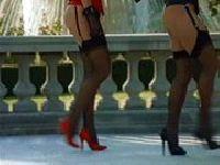 Czerwone szpilki i pończochy