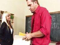 Nauczyciel marzy o jej cipce