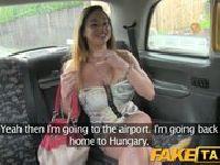 Węgierska suka w taksówce