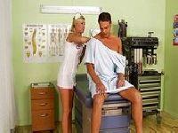 Pacjent ze sterczącym drągiem