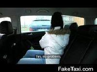 Hot dziewiętnastka w taksówce