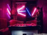 Burdelowy seks wśród neonów