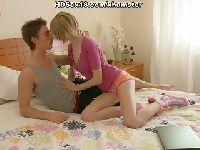 Chłopak namawia ją na ostre bzykanko