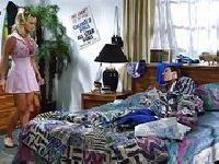 Sindee Coxx wskakuje na łóżko