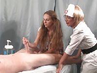 Pielęgniarki robią handjoba