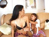 Matka szykuje ją na rozdziewiczanie