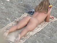 Sama na wielkiej plaży