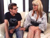 Немецкая порнография зрелых большегрудых с молодыми парнями