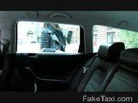 Węgierka rucha się w taksówce