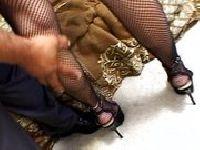 Wylizują jej stopy