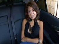 Jackie Lin na tylnym siedzeniu