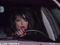 Ava Dalush szaleje za kierownicą