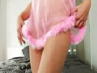 Morgan Moon obciąga w różowej sukience