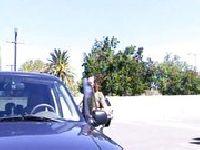 Pieprzą się przy samochodzie
