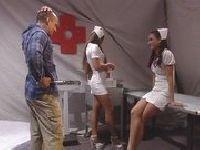 Ben i dwie młode pielęgniarki