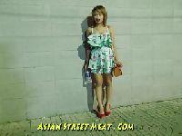 Azjatka ospermiona na ulicy