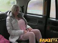 Striptizerka wraca do domu taksówką