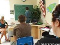 Uczeń pierdoli swoją nauczycielkę