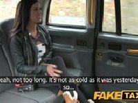 Zdradza chłopaka w taksówce