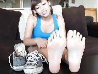 Zdjęła buty i chce, żebyś wylizał stopy