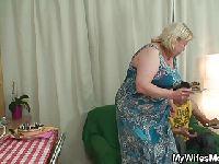 Babcia spędza wieczór z wnuczkiem