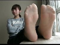 Azjatyckie stopy w rajstopkach