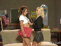 Uczennica i jej napalona nauczycielka