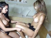 Seksowna pani i jej nowa dziewczyna