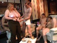 gruba orgia gorące nagie tyłki i cipki