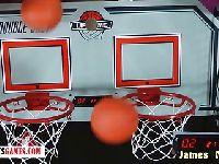 Para gra w rozbieraną koszykówkę