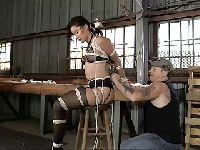 Budowlańcy znaleźli sobie niewolnicę