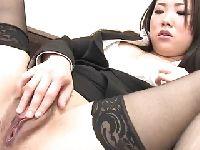 Japońska sekretarka palcuje swoją pizdę