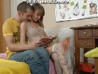 Student przygotowuje ją do matury z biologii
