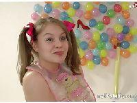 Orgia z niedojrzałą nastolatką