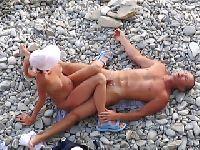 Ujeżdżanie na kamienistej plaży