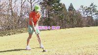 Instruktor golfa wydymał ją na trawie