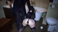 Niewolniczy anal w łazience