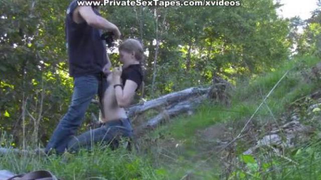 Pierdoli młodą laskę w środku lasu