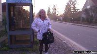 Babcia poderwana na przystanku